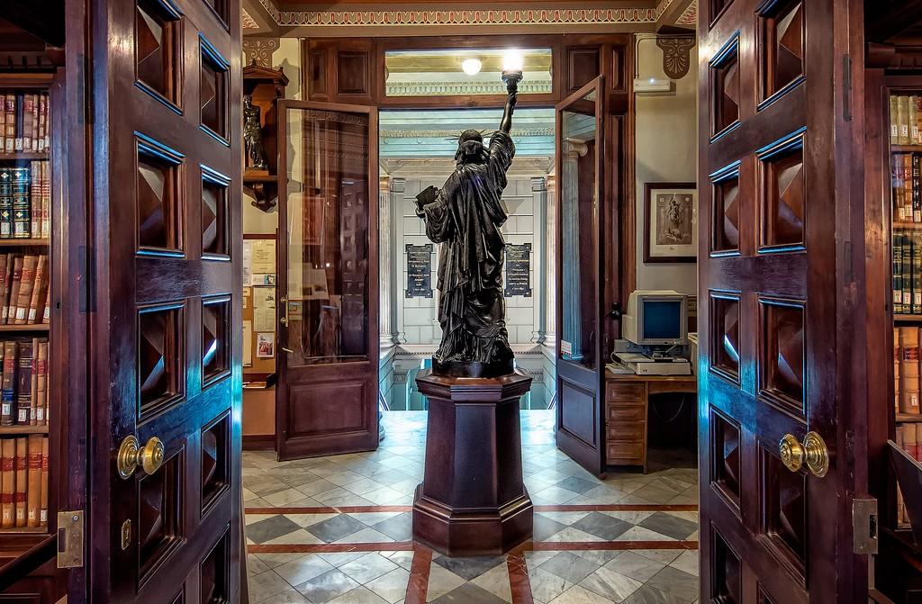 Barcelona charming corners: biblioteca Arus
