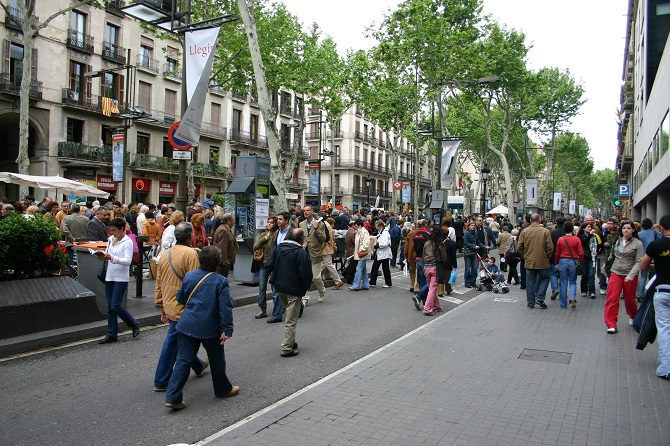 Enjoy an apartment in las Ramblas is more than crowded places