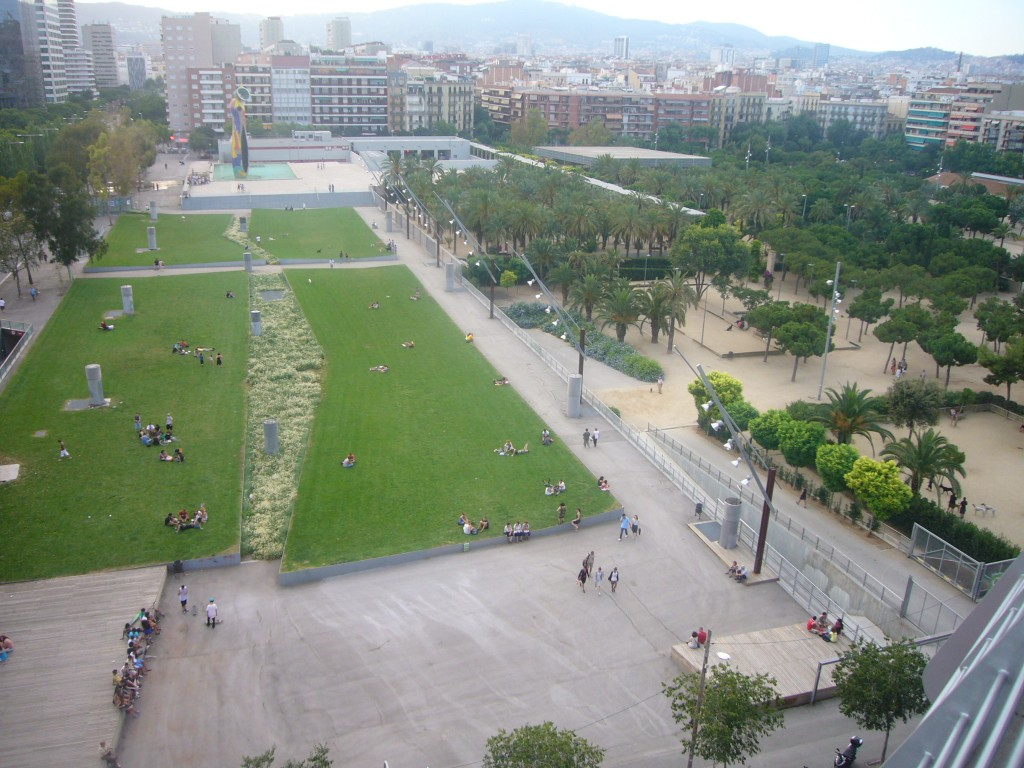 In the Park Miró highlighted the green spaces full of grass to rest