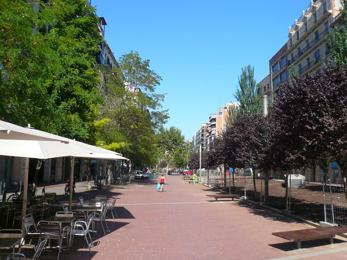 A promenade along Sant Antoni: good place to enjoy tapas route in Barcelona