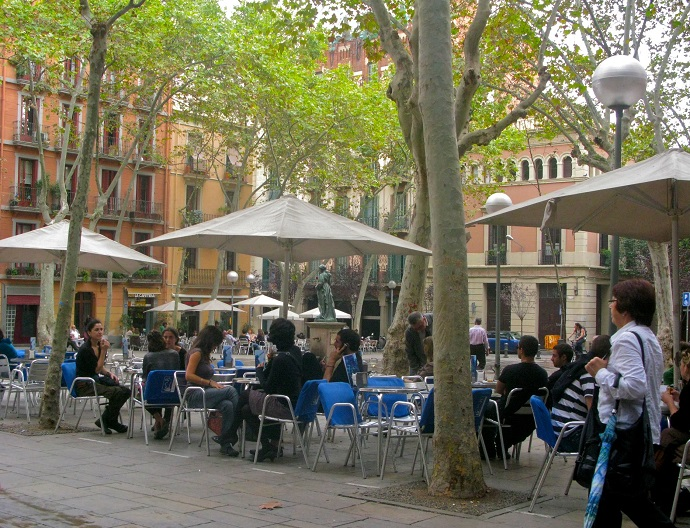 A typical square of Gracia: good place to enjoy tapas route in Barcelona