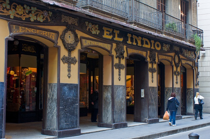 El Raval still show its character and strong personality like a popular neighbourhood
