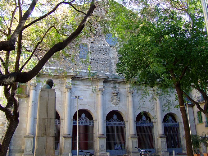 the incomplete Sant Agustí church, a historical gem in the middle of El Raval