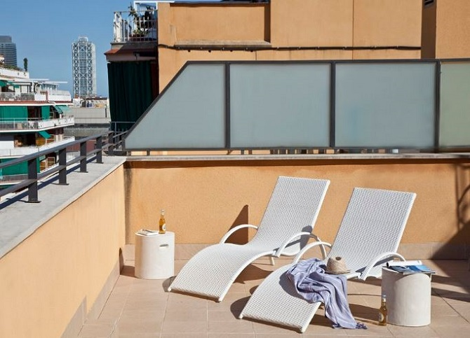 The balcony of your apartment for rent: a good place to to welcome the New Year in Barcelona
