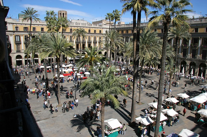 Plaza Real: a good place to to welcome the New Year in Barcelona