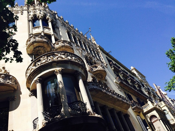 Hotel or apartment for rent in Barcelona? What's the best ...