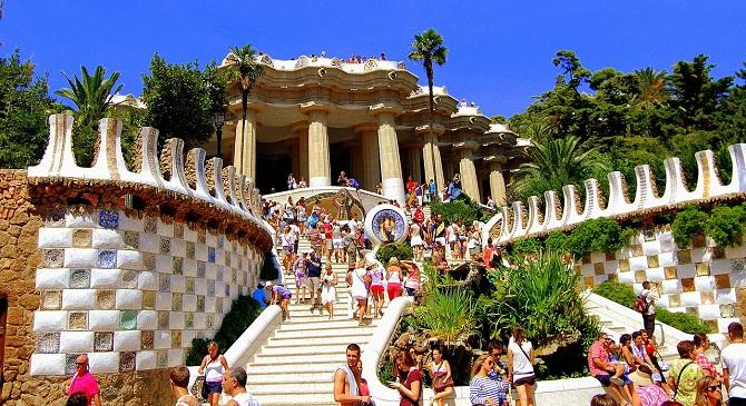 Plans to do in Barcelona during spring: enjoy Park Güell