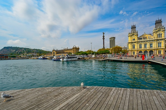 Plans to do in Barcelona during spring: sea promenade