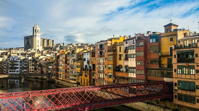 Visiting Girona from your Barcelona studio for rent is within your reach in just an hour and a half